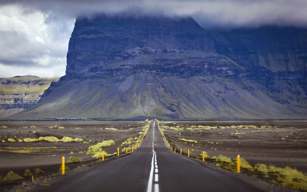 www.islandia24.com