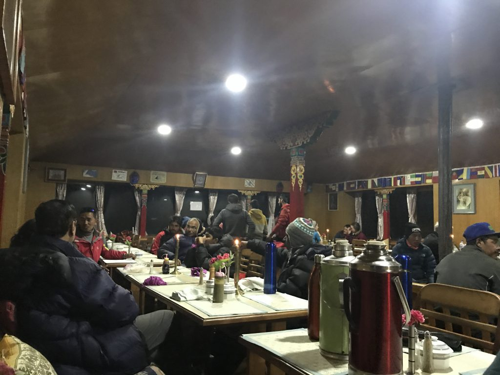 Sala común del Himalayan Hotel en Periche