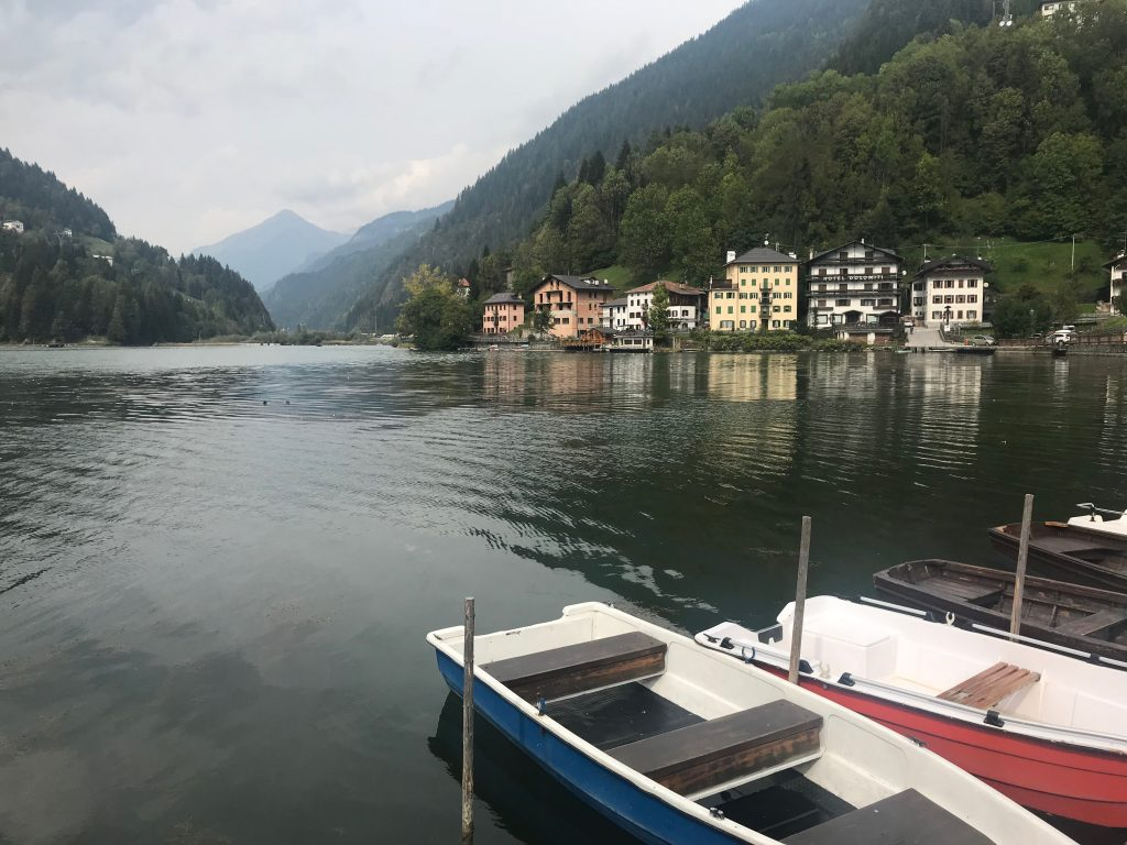 Lago de Alleghe Dolomitas