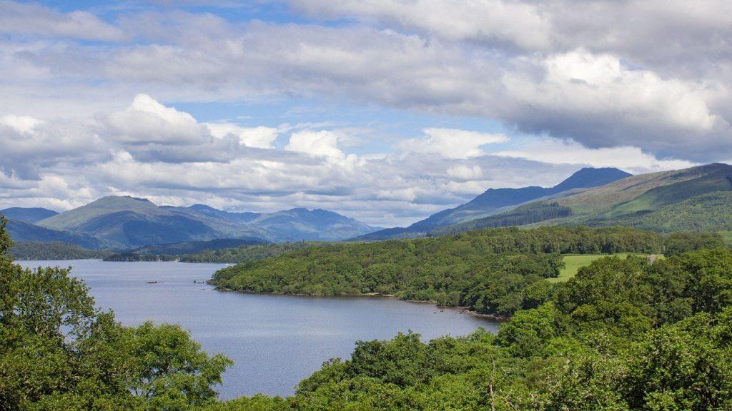 Lago Lochmond en escocia