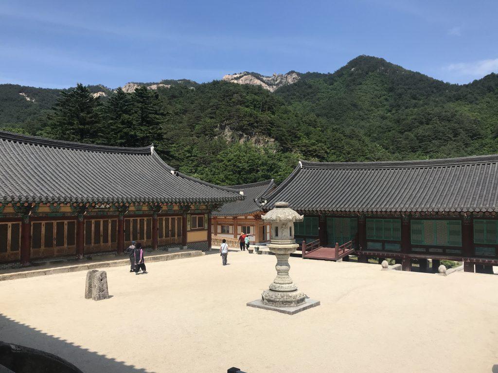 templo sinheungsa en seoraksan